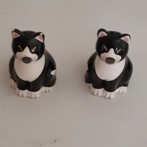 cat salt and pepper shakers. 4 inches tall.